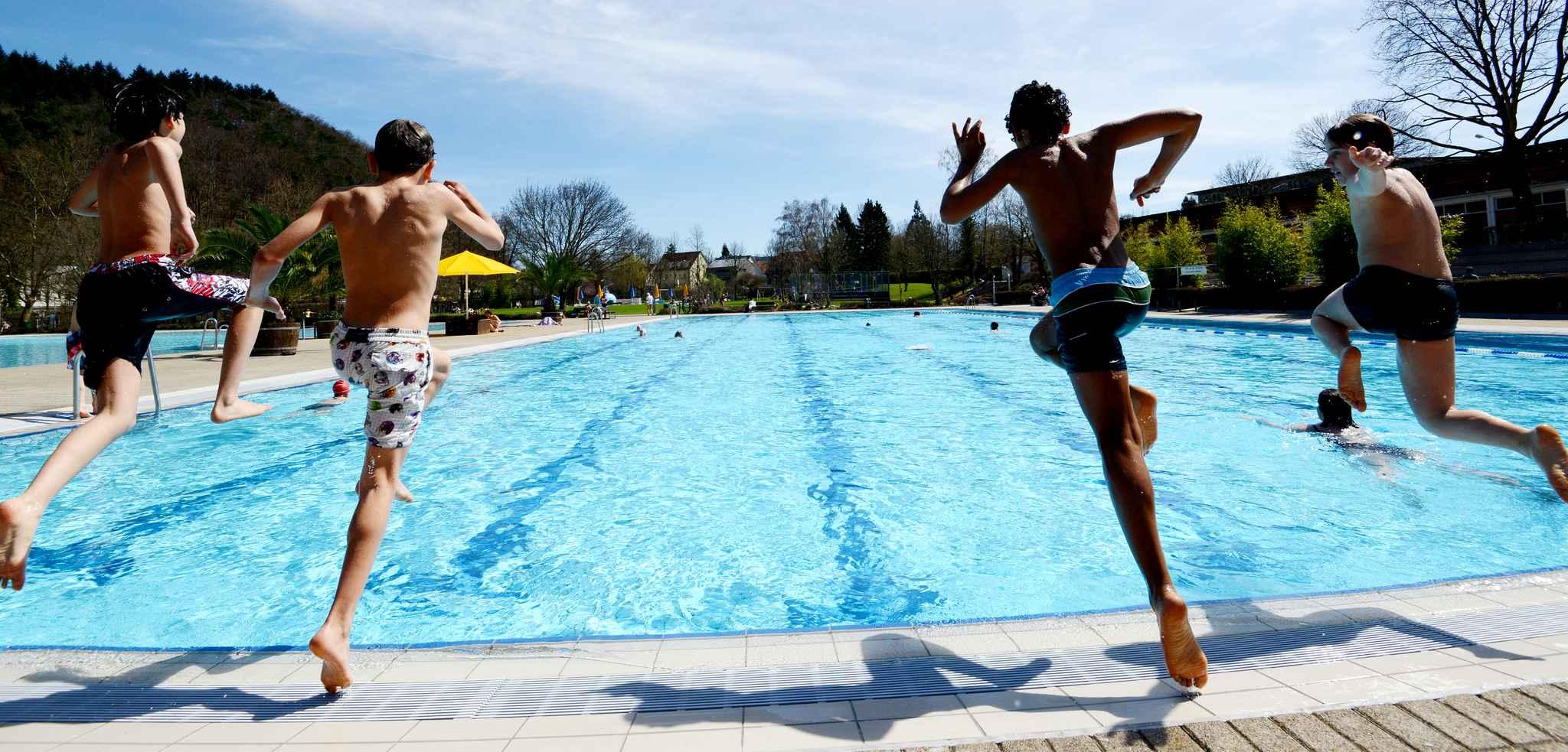 """""""Time-in, sautez-tous dans la piscine..."""" Quelque chose me dit que ça va être insuffisant pour créer une dynamique sociale forte..."""